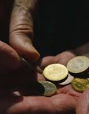 videoblocks-elderly-man-counts-euro-coins-in-hand_h4jriwmlw_thumbnail-small01